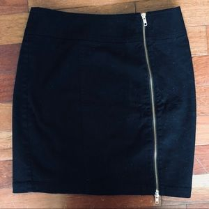 🔵5/$25 H&M Front Zipper Mini Skirt